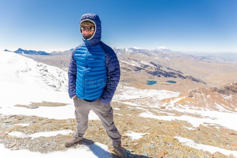 Download 供以人员旅游常设山山顶,山脉范围,玻利维亚 库存图片. 图片 包括有 旅行, 目的地, 亚马逊, 游人, 土坎 - 72370831