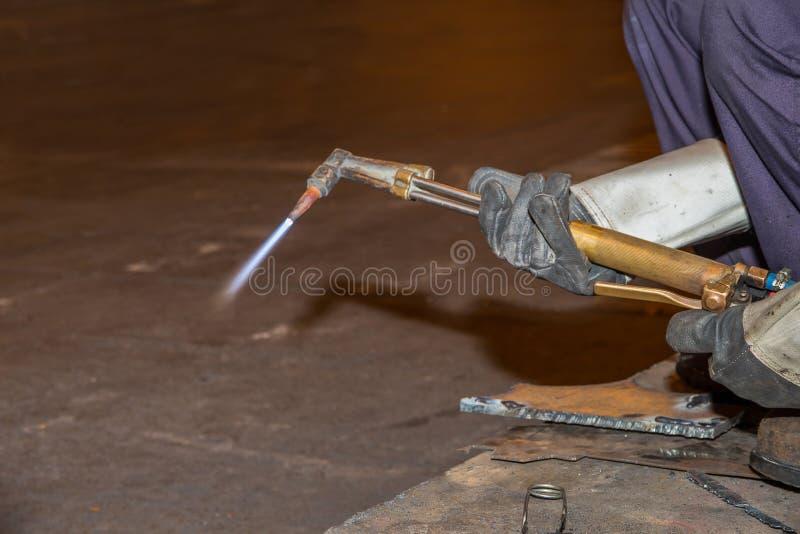 供以人员熟练的运转的工厂焊工,切口,研,钻子 免版税图库摄影