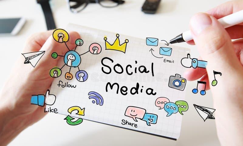 供以人员画在笔记本的手社会媒介概念 库存照片