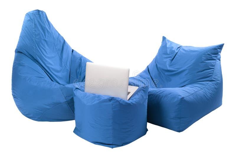 供以座位在白色背景隔绝的装豆子小布袋 免版税图库摄影