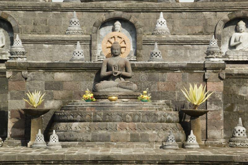 供以座位的菩萨雕象在巴厘岛,印度尼西亚 免版税库存图片