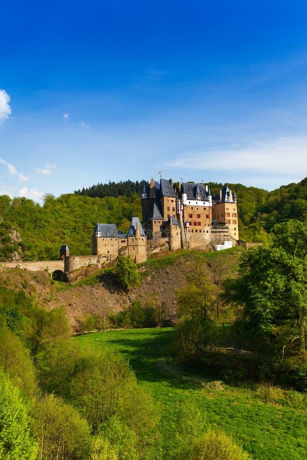 侧视图Eltz城堡莱茵河流域巴列丁奈特德国 免版税图库摄影
