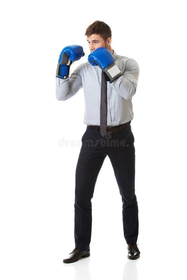 侵略性拳击生意人竞争概念手套 免版税库存图片