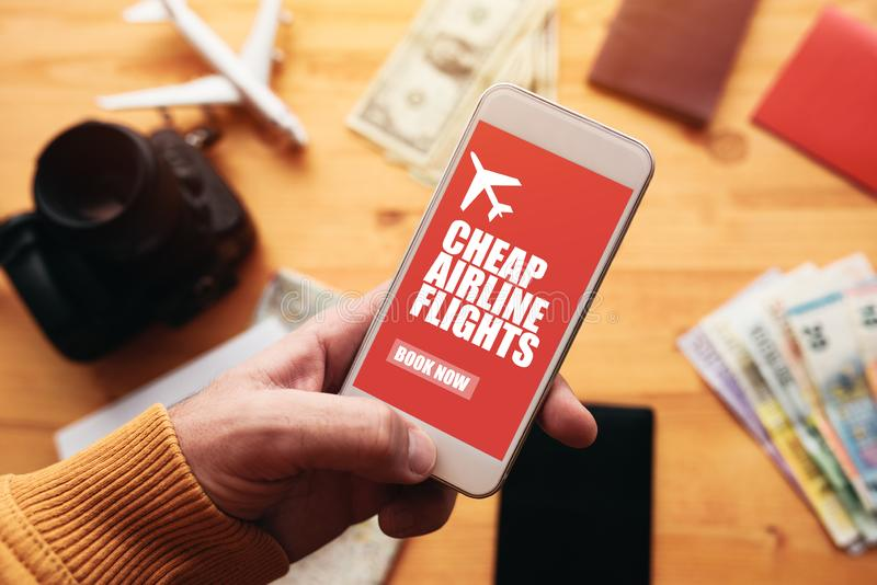 便宜的航空公司飞行网上流动应用程序 库存照片