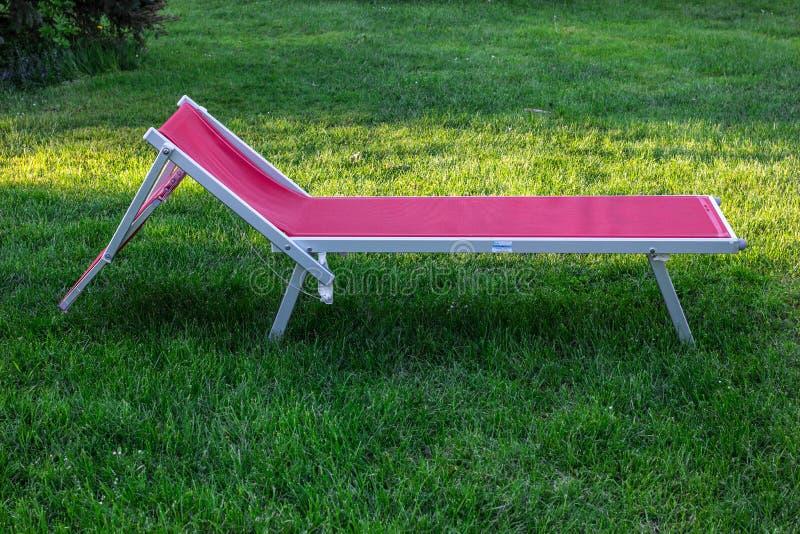 轻便折叠躺椅 图库摄影
