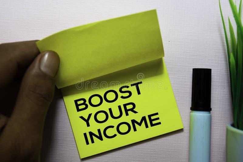 促进您的在办公桌上隔绝的稠粘的笔记的收入文本 库存图片