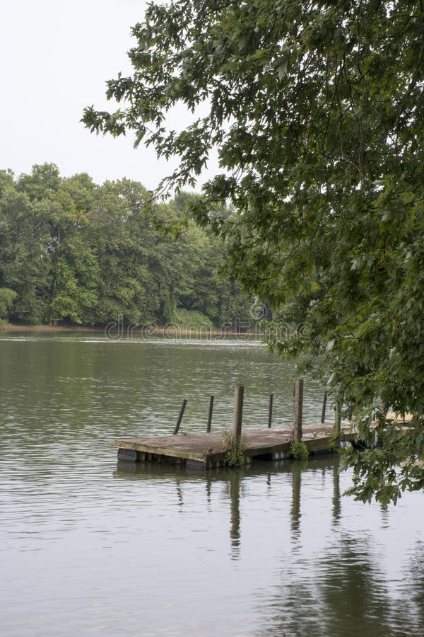 俄亥俄河的小船船坞 库存照片