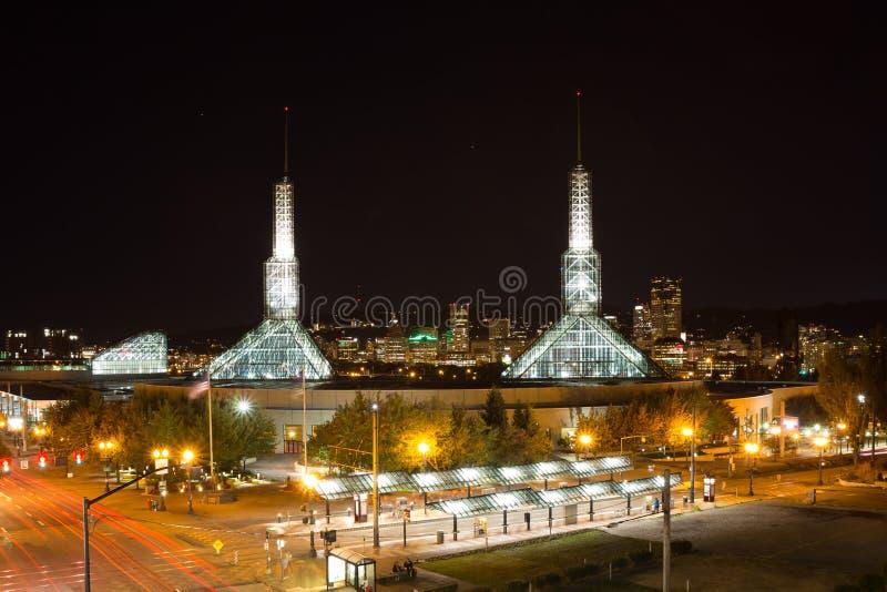 俄勒冈会议中心在晚上 免版税库存照片