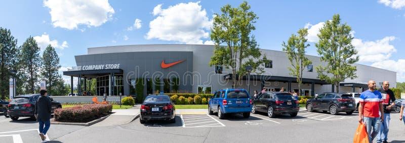 俄勒冈州比弗顿耐克公司商店的门面 库存图片