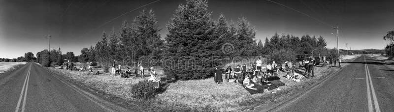 俄勒冈,美国- 2017年8月21日:游人和本机等待tota 库存图片