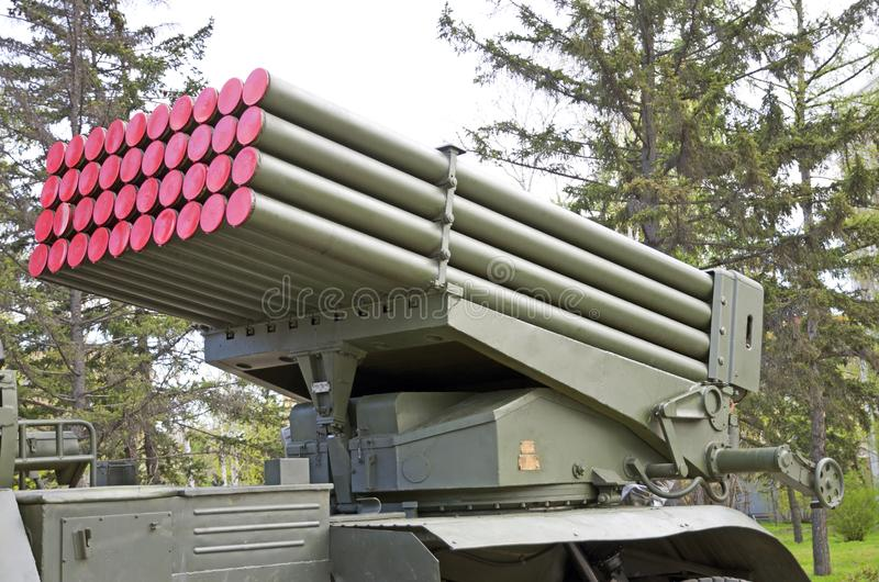 俄国军事设备特写镜头 在城市 平安的时间 齐射火`毕业`系统  免版税库存照片