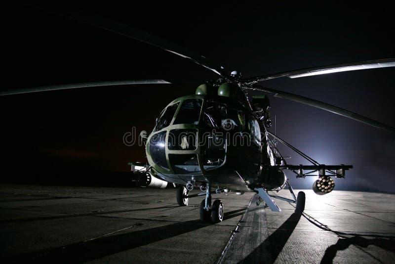 俄国军用直升机,夜 库存图片