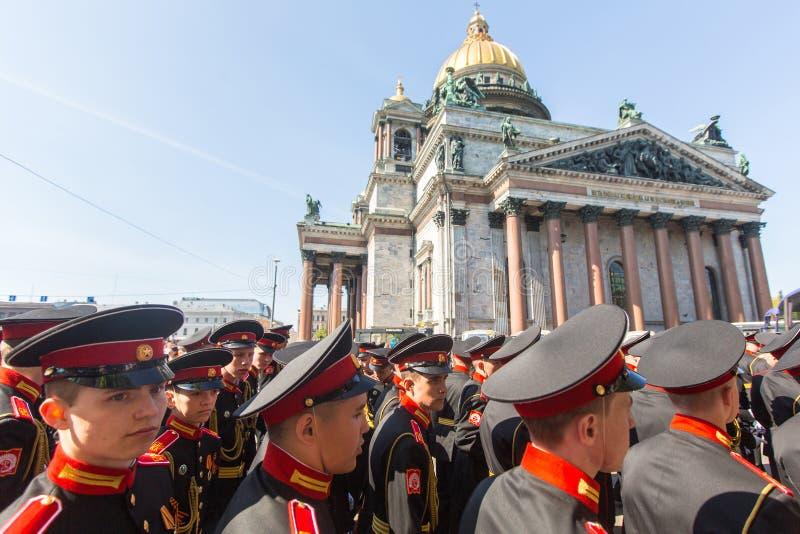 俄国军队游行胜利天- 5月9的军校学生参加者日 免版税库存图片