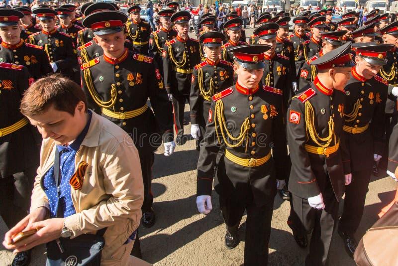 俄国军队游行胜利天- 5月9的军校学生参加者日 库存图片