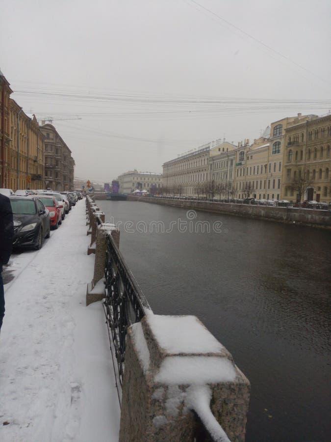 俄国北部市圣彼德堡 冬天 sneg 带领, morz 多数堤防 metel vyuga burya雪 免版税库存照片
