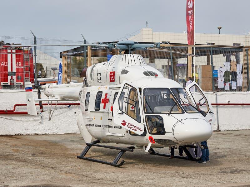 俄国医疗直升机Ansat被展示在黑海海岸的陈列区在停车处 免版税库存照片