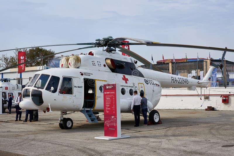 俄国医疗直升机Mi8AMT被展示在黑海海岸的陈列区在停车处 图库摄影