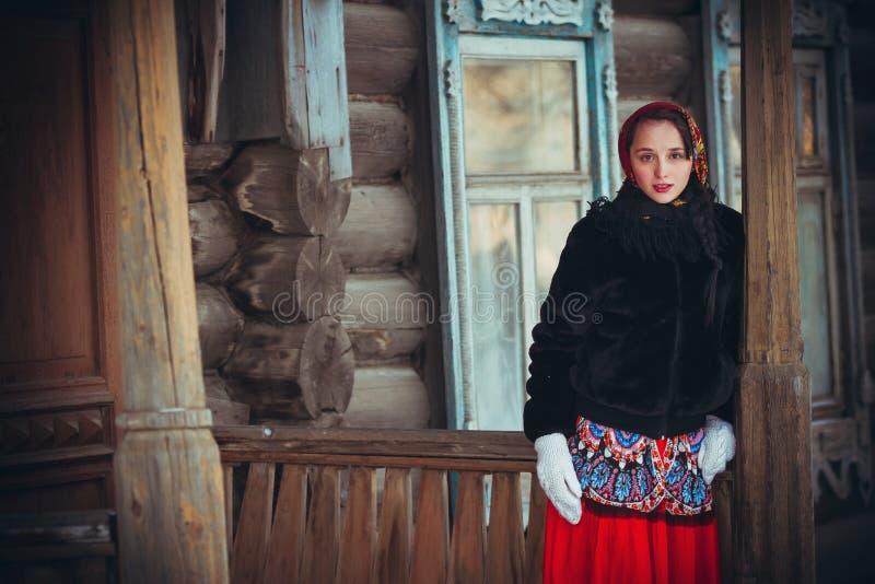 俄国女孩在村庄 图库摄影
