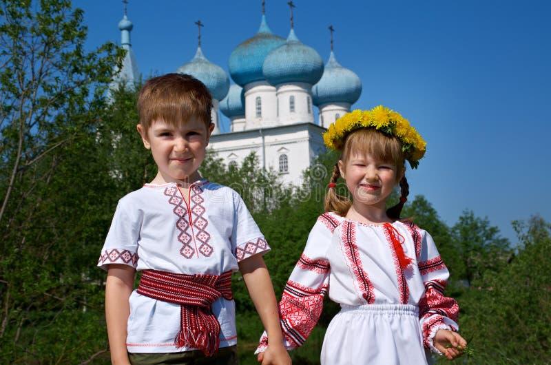 俄国小男孩和女孩 库存图片