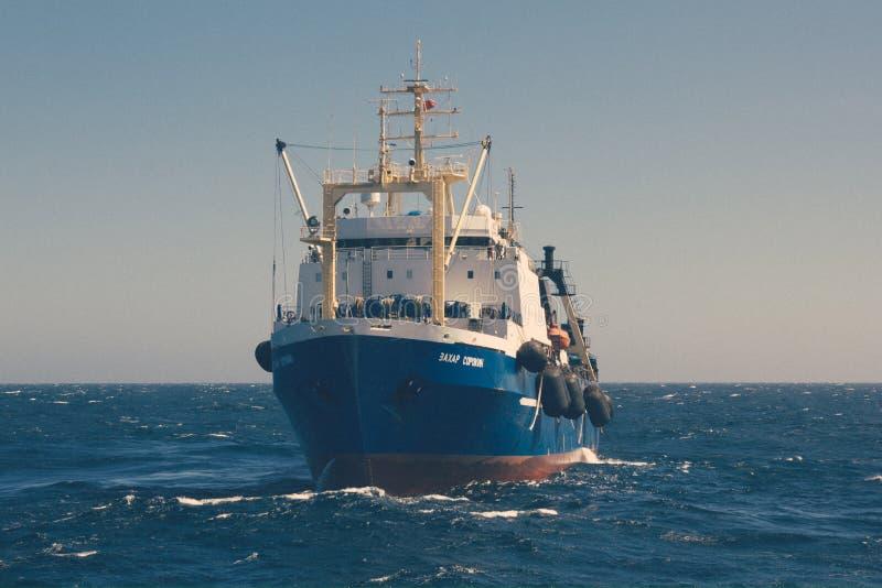 俄国拖网渔船 免版税图库摄影
