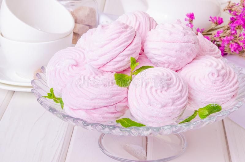 俄国莓果蛋白软糖或zefir点心 免版税图库摄影