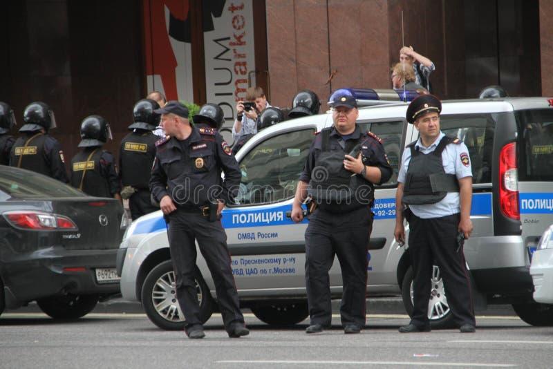 俄国警察在反对时召集 图库摄影