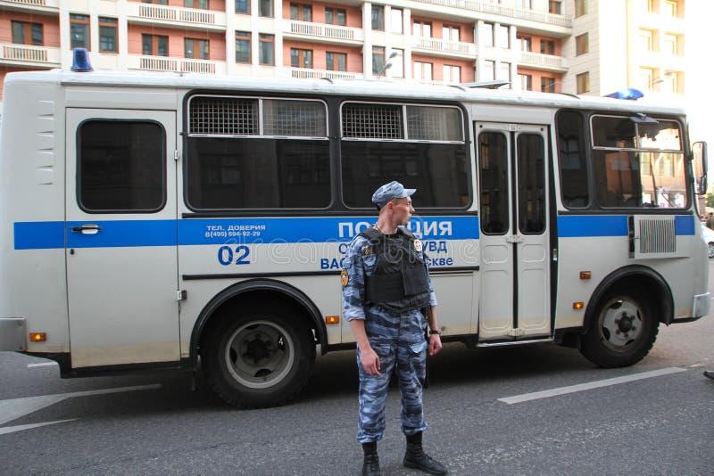 俄国警察在反对时召集 库存图片