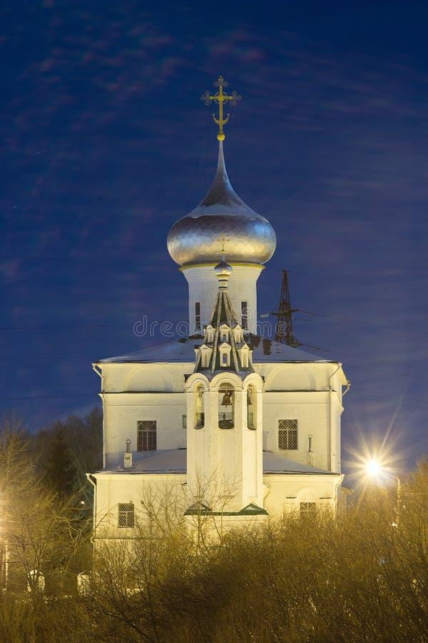 俄国 圣安德鲁` s教会在沃洛格达州夜 库存照片