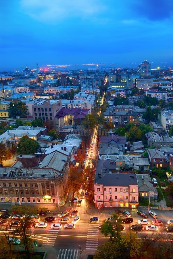 俄国 顿河畔罗斯托夫 红军街道 晚上都市风景 免版税图库摄影
