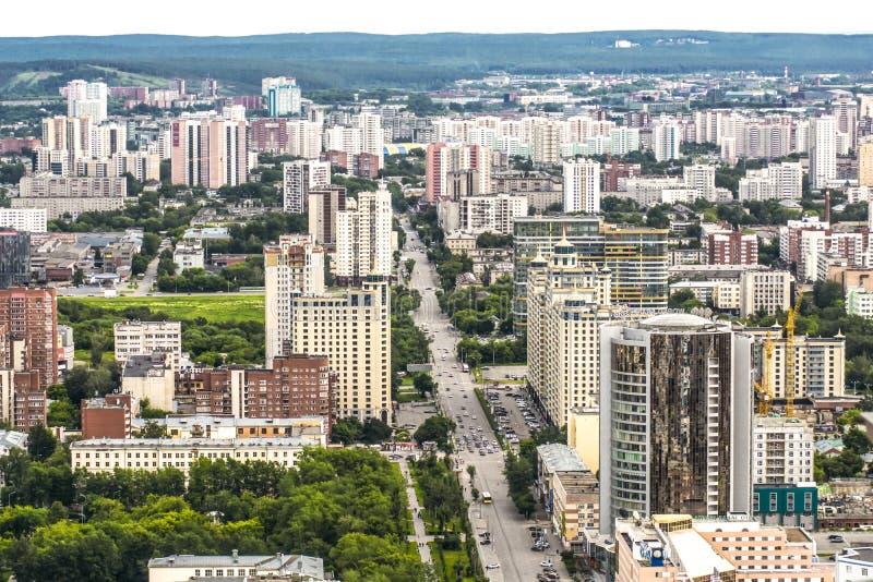 俄国 Ekaterinburg Belinsky街道视图和城市的南部的部分 图库摄影