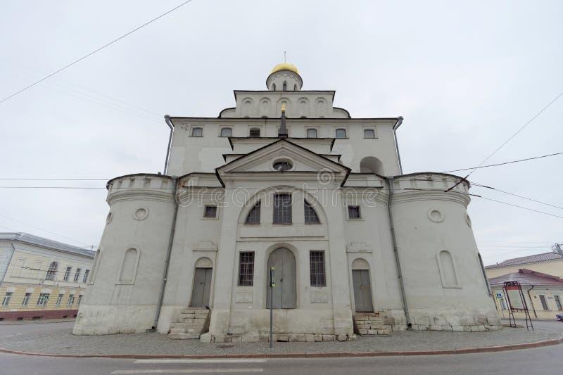 俄国vladimir - 5月06日 2018年 门的金子是古老俄国建筑学的纪念碑在弗拉基米尔  库存图片