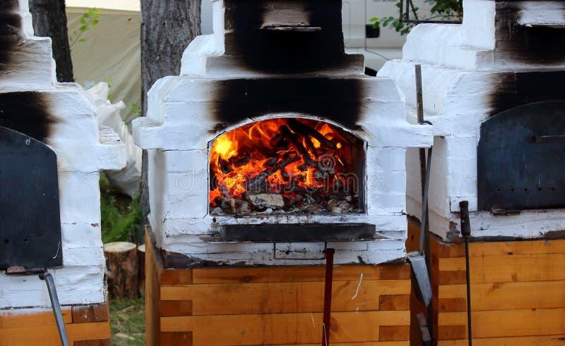 俄国wood-burning火炉 免版税库存图片