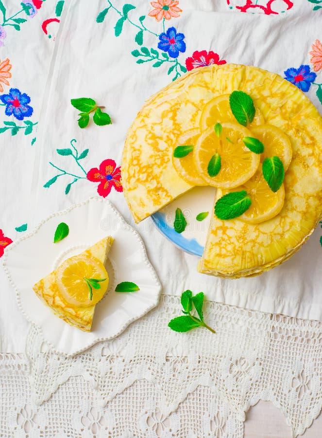 俄式薄煎饼饼用柠檬酱 免版税图库摄影