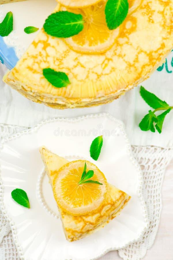 俄式薄煎饼饼用柠檬酱 免版税库存照片