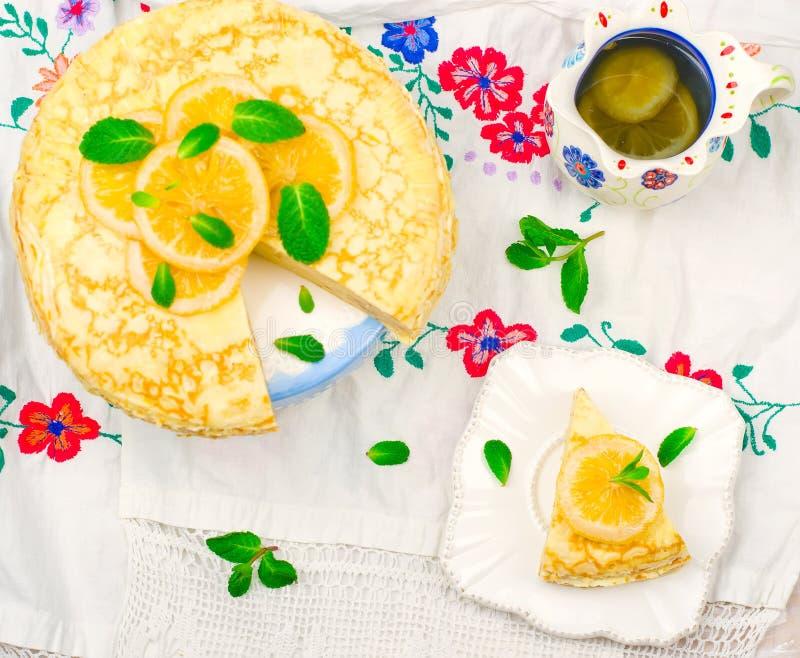 俄式薄煎饼饼用柠檬酱 库存照片