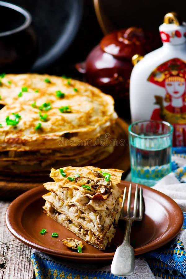 俄式薄煎饼饼用蘑菇 免版税图库摄影