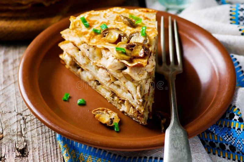 俄式薄煎饼饼用蘑菇 免版税库存照片