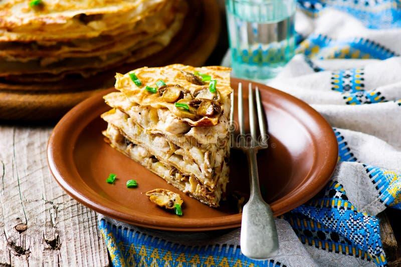 俄式薄煎饼饼用蘑菇 库存照片