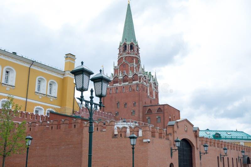 俄罗斯克里姆林宫在多云天 免版税图库摄影