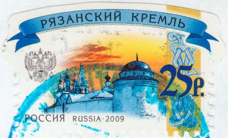 俄罗斯圣彼得堡 — 2020年1月25日:俄罗斯联邦印有俄罗斯克里姆林宫形象的邮票, 库存照片