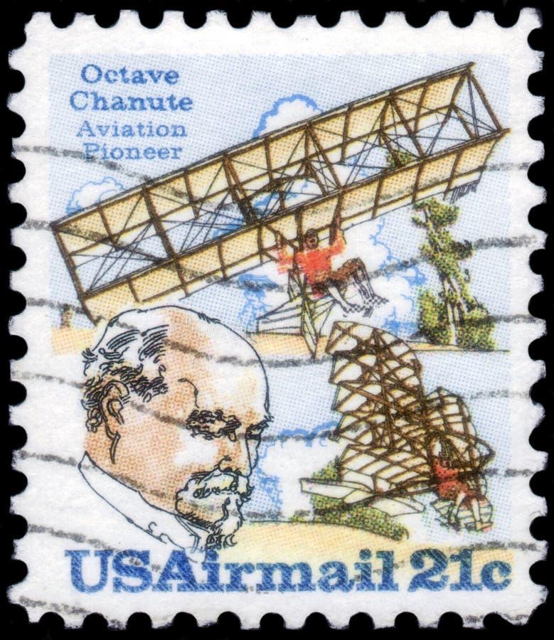 俄罗斯圣彼得堡 — 2020年4月1日:印在美国的邮票,双机滑翔机和奥克塔夫·查努特的影像, 库存图片