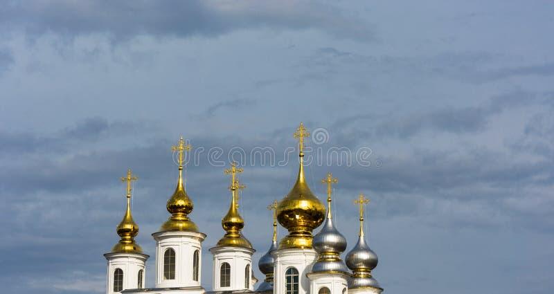 俄罗斯正教会的金和银圆顶 库存照片