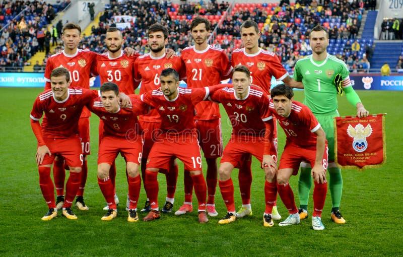 俄罗斯的国家队在国际友好的比赛agai前的 库存照片