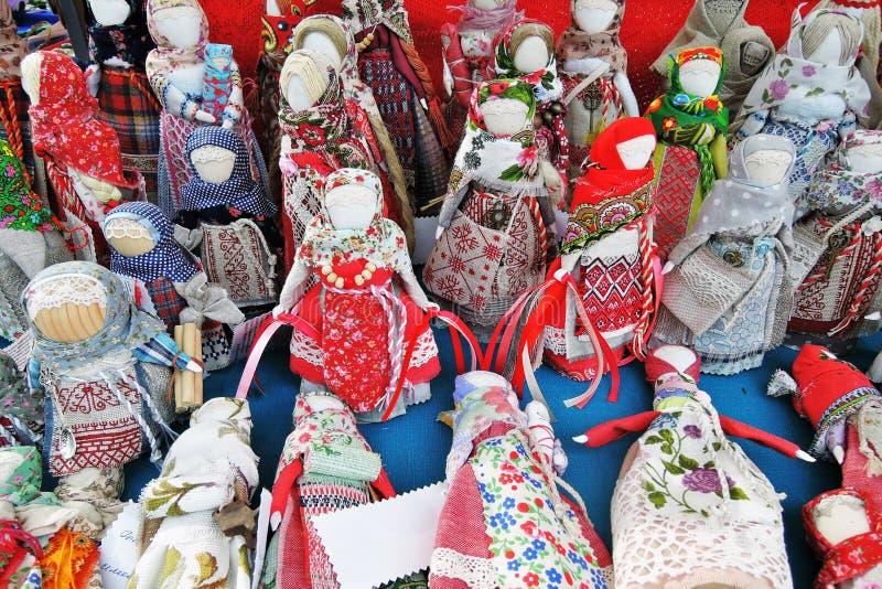 从俄罗斯的许多纪念品 Obereg保持人安全从害处的玩偶玩偶 免版税库存照片