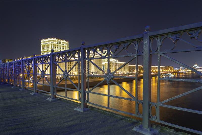 俄罗斯联邦Minoboron和莫斯科河的国防部的主楼 r 库存图片