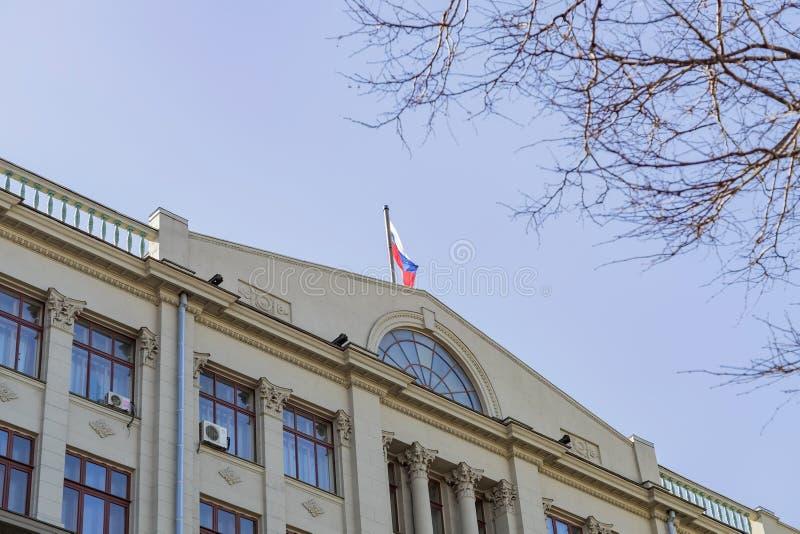 俄罗斯莫斯科 — 2018年4月11日:俄罗斯联邦总统在瓦尔瓦尔卡街的行政管理 库存照片
