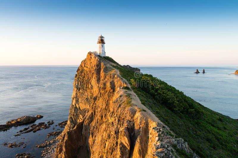 俄罗斯远东Primorsky地区Brinera灯塔,日本海 在海角Brinera的老灯塔 库存图片