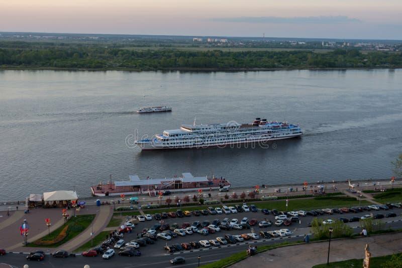 俄罗斯,下诺夫哥罗德,2019年5月10日,巡航划线员费利克斯・埃德蒙多维奇・捷尔任斯基接近码头 库存照片