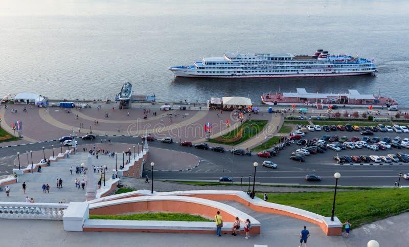 俄罗斯,下诺夫哥罗德,2019年5月10日,巡航划线员费利克斯・埃德蒙多维奇・捷尔任斯基接近码头 图库摄影