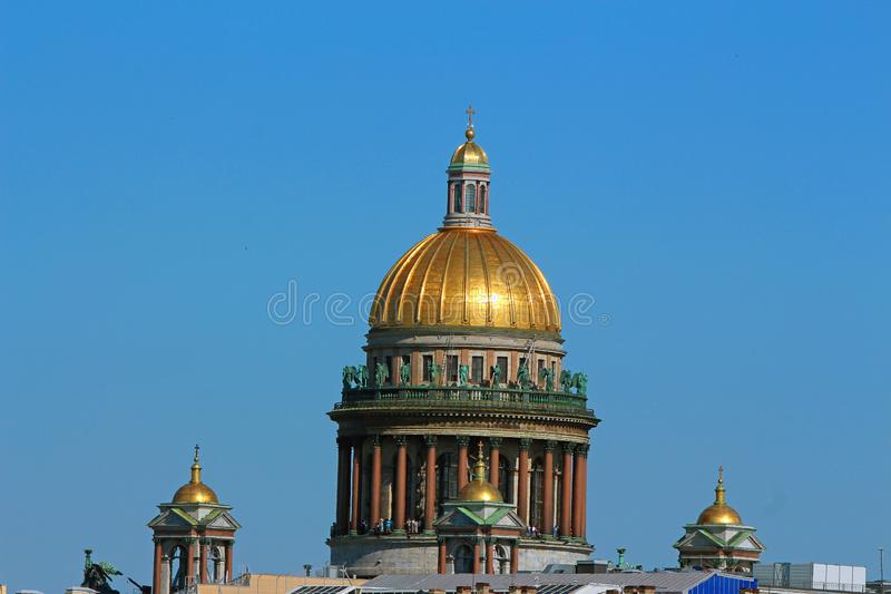 俄罗斯,圣彼德堡,圣以撒的大教堂圆顶的看法  库存照片